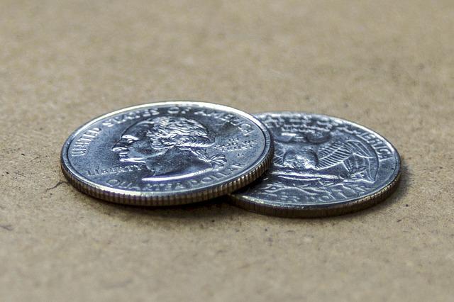 lesklé mince